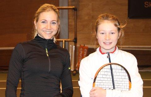 Amalie sammen med finalemotstander Tina Falster.
