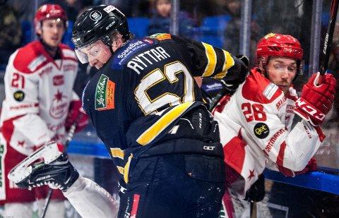 Blir på Ringerike: Svenske Dennis Ryttar blir med  Panthers i eliteserien. Her fra kvalifiseringskampen mot Stjernen.