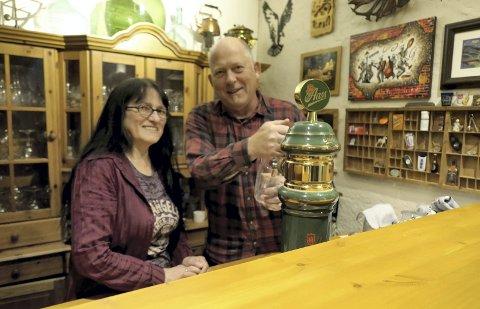 Velkommen: Signe Eira og Knut Nyheim er klare til å ta imot gjester fra fjern og nær til deres nye kulturpub i Hovin.