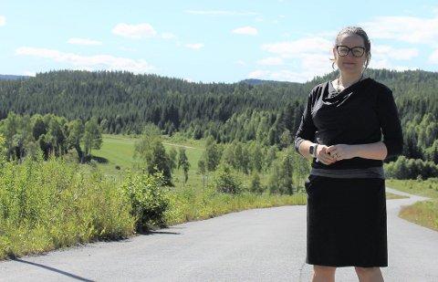 SPENNENDE: Ordfører Marianne Grimstad Hansen synes planene om et luftsportssenter kan knytte til seg en del næringer i Sørum. Foto: Lars Thorvaldsen