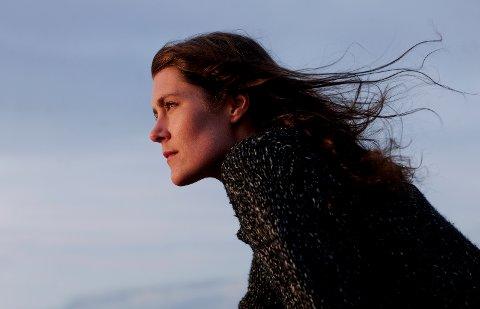 Maria Toresen synger magisk om små ting i en stor verden. Førstkommende mandag er hun å finne på Kulturpuben i Lillestrøm.