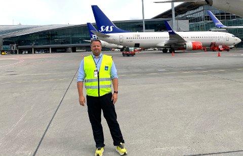 STILLE: Geir Roger Engebretsen er driftskoordinator for stuerne i SAS på Oslo Lufthavn. Jobben er ikke som den pleier å være. (Foto: Privat)