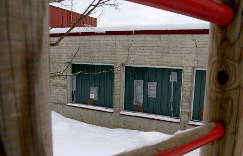 RIVES: Sydskogen skole skal rives, og når arbeidet starter til høsten, skal det bygges ny skole i massivt tre.
