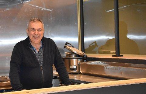 NY RESTAURANT: Anis Abou-Reslan har jobbet i bransjen i 40 år nå blir han daglig leder, eier og kokk hos Bistro Costa i  Framnesveien 28. – Vi åpner senest 15. desember, sier han. FOTO: Vibeke Bjerkaas