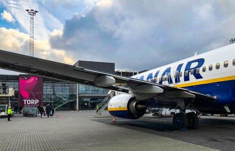 KARANTENE: Passasjerene som søndag kommer med Ryanairs flyvninger fra Spania til Torp, må rett i ti dagers karantene.