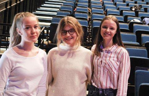ARRANGØRER: Jentene fra Ungdommens Bystyre Karianne Wilhelmsen, Linnea Eugenie Opsund og Hanna Hommeren.