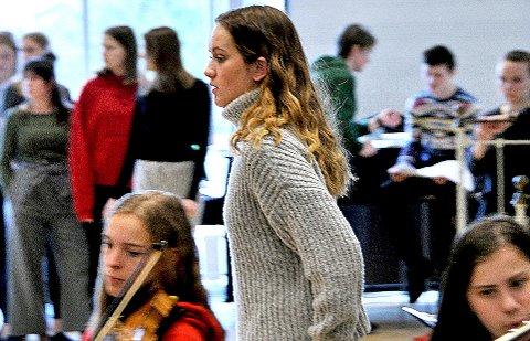 Mange: Rundt 90 elever og lærere er med på oppsettingen av «Dr. Jekyll and Mr. Hyde».