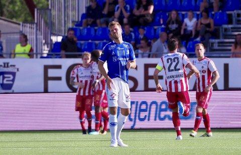 Tap: Sarpsborg 08 ledet både 1-0 og 2-1 hjemme mot Tromsø søndag, men Tromsø snudde kampen og vant 3-2 på Sarpsborg stadion. Her fortviler Sarpsborg 08-spiss Patrick Mortensen etter en av Tromsøs scoringer.Foto: Thomas Andersen