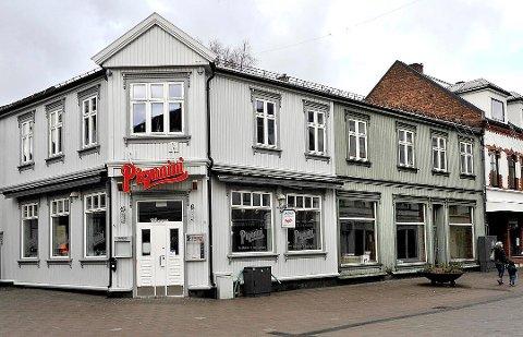 GJENÅPNER: Lørdag huser Pizzanini blueskonsert, men Per Hjelde tør ikke å spå når restauranten offisielt åpner.