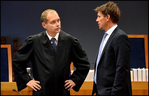 Politiadvokat Jahn Schei (t.v.) er aktor i ankesaken mot den bedrageritiltalte tidligere fastlegen i Sarpsborg, mens advokat Pål Sverre Hernæs er en av hans forsvarere.