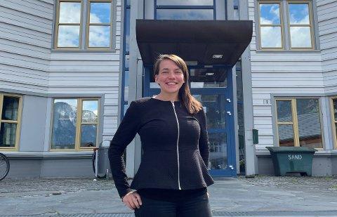KLAR: – Det blir ein spennande jobb med mange utfordringar. Eg gler meg, seier Linn Janette Underdal Skarsbø, ny næringsrådgjevar i Aurland.