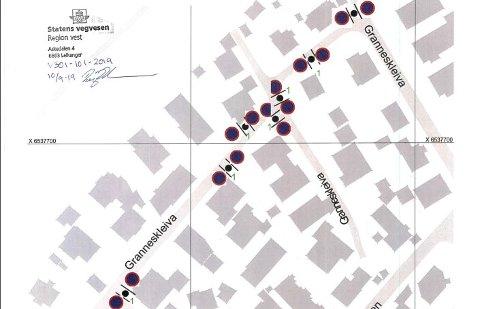 Statens vegvesen skal sette opp syv parkering forbudt-skilt i Granneskleiva. Her er det mange som parkerer i gatene og da blir det trangt for utrykningskjøretøy.