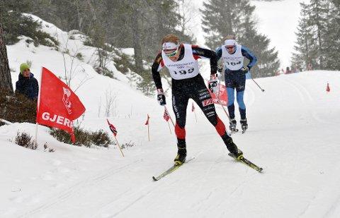 Thomas Ødegaarden, Stathelle, holdt unna for Kristoffer Nielsen, Ørn, i spurten opp den siste bakken og vant Svanstulrennet.