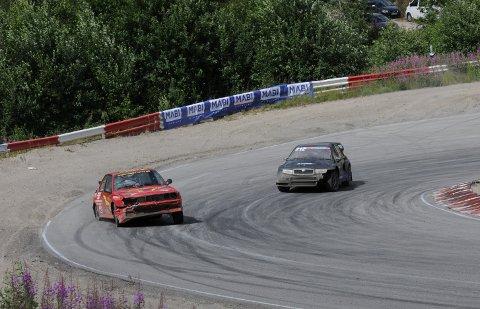 NÆRMER SEG: 16-åringen Sebastian Høidalen (t.h) debuterer i rallycross denne sesongen. Under lørdagens NM-runde kom han ikke til finalen, men Bamble-gutten satser for fullt fremover.ALLE FOTO: FRODE BERG