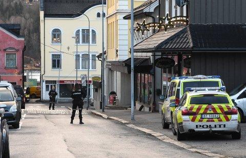 Politiet sperret av en del av Telegata i en periode. Foto: Beate Evensen, Telen