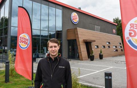 FORNØYD: Daglig leder ved Burger King Notodden, Steffen Andersen, er meget fornøyd med hva fastfoodkjeden har levert dette året.