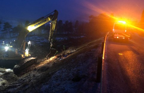 Arbeidet med å utbedre feilen på hovedvannledningen i Tingvoll er i full gang.