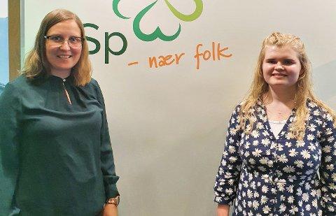 Tingvoll-ordfører Ingrid Waagen (til venstre) og fylkesleder Dordi Boksasp Lerum i Senterungdommen er på landsmøtet i helga.