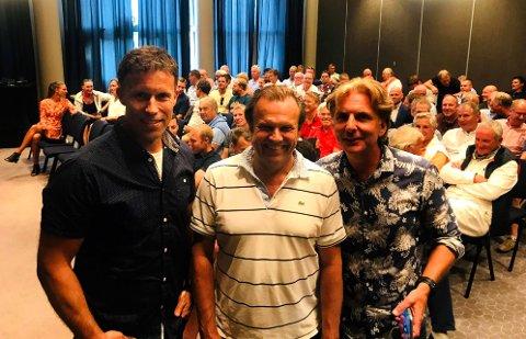 FULLT HUS: Rundt 80 tidligere spillere var tilstede for å høre mer om de sportslige, administrative og økonomiske planene til FK Eik Tønsberg. Ronny Johnsen (fra venstre), Nick Sandberg og Morten Kihle var overveldet over responsen.