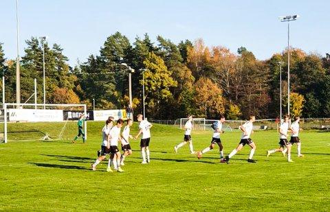 MYE MORO: FK Eik Tønsberg G16 feirer scoring hjemme på Eikbanen. Blir det mer jubel torsdag kveld?