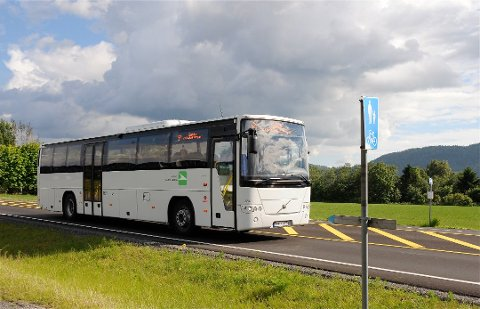 STENGER DØRENE FORAN: Kun påstigning bak på alle busslinjene i Holmestrand kommune. Dette på grunn av smittepresset.