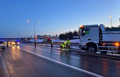 ULYKKE: : Nødetatene på stedet ved trafikkuhell syd for Kopstadkrysset E18, i Horten.