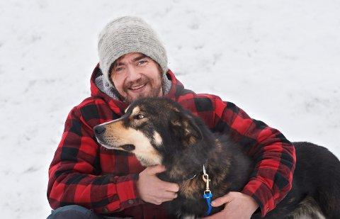 GÅR LIVE: 19 februar kjører Jens Kvernmo og gjester livesending fra egen stue i Ogndal.