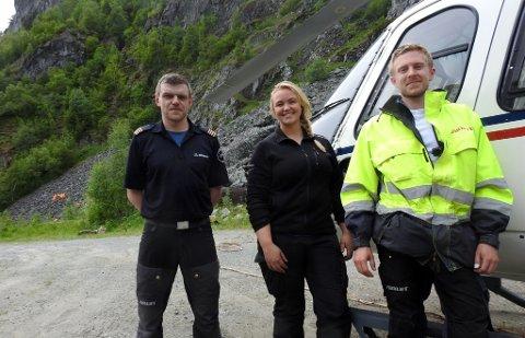 Pilot Jon Inge Osen frå Bygstad til venstre med bakkemannskap Silje Løkstad, Kragerø og Ole Kristian Breili frå Hønefoss.