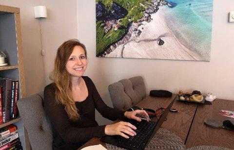 Det er viktig for oss å ta temperaturen i organisasjonen fortløpende, og hvem bedre til å fortelle oss hvordan heimekontor faktisk fungerer enn de ansatte selv, sier Victoria Bodak, HR-direktør i Rambøll Norge. Her fra sitt eget heimekontor.