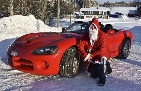 Dette er rene julekvelden for alle som kjører amerikansk. Det er god grunn til å hente frem bildet av Hallgeir Hovi og hans røde Dodge Viper.