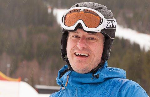 LOVER HJELP: Hakadøl Petter Tveøy (A) brenner for Varingskollen og har resten av Arbeiderpartiet med seg på å kjempe for at kommunen stiller opp når alpinsenteret nå har blitt rammet hardt av koronaviruset.