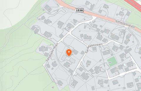 FÅRFORTETTE:Den aktuelle eiendommen i Sandbekkveien mellom Kjul og Slattum.