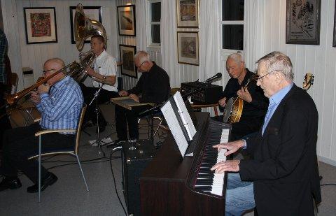 SATT PÅ VENT: Levende musikk i NIL-huset i regi av jazzklubben må vente til neste år. Her After Noone Jazz Orchestra i aksjon i 2017.