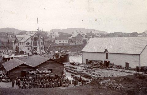 Haugesund hadde flere store tønnefabrikker på 1900-tallet. Dette er fra en fra fabrikkene, fotografert i mellomkrigstiden.
