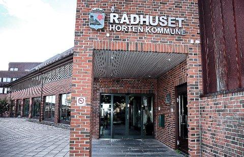 DISPENSASJON: Rådhuset i Horten har i øyeblikket et Miljøfyrtårrnsertifikat på disp.