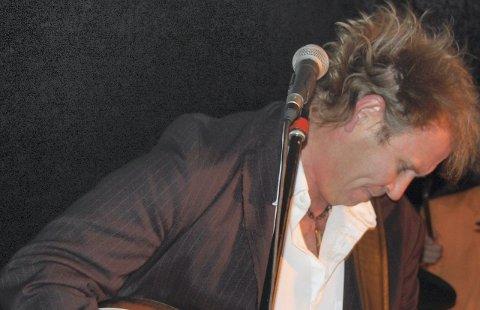 Sterke saker: Bandet består foruten Frode Johansen (bildet) av Anders Nordskaug,Dick Willy Jensen og Morten Nordskaug. Foto: Privat