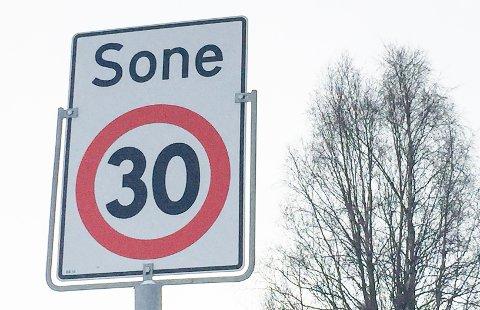 LAVERE FART: Det blir 30-sone ved skoleområdet i Randmælsvegen i Alvdal. Illustrasjonsfoto.