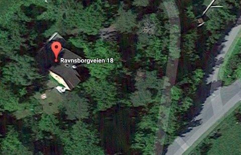 Ravnsborgveien 18, Hvalstad:  (Gnr 28, bnr 18) er solgt for kr 31.000.000 fra Tucker Aagot, Ole Gjems-Onstad, Sidsel Onstad, Inger Opseth og Ogland Olaf til Markussen Eiendom As (17.07.2017)