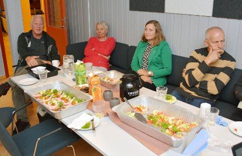 Senterpartiet med Ingrid Waagen  i grønt utelater ingen. Hun er flankert av Jan-Harald Rolland (Ap), Henny Marit Turøy (KrF) og Gunnar Waagen (KrF). Bildet er fra  valgdagen.