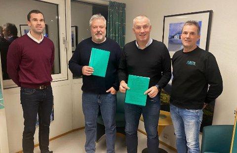Fra venstre: Runar Stenerud, Peder Strømsvåg, Lars Stenerud og Knut Johan Stenerud. Signert avtale med Plasto AS.