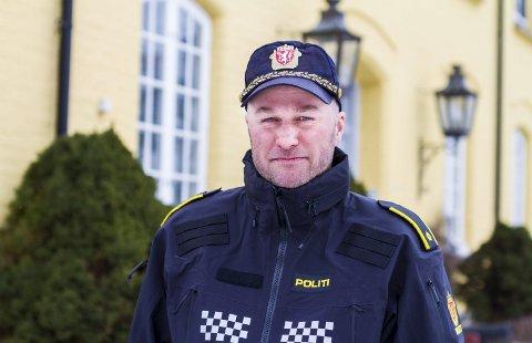 Fornøyd: – En stengt dør betyr ikke det samme som at vi ikke er tilgjengelige, sier politikontakt Jon Anders Ausland.Foto: J. Fasting