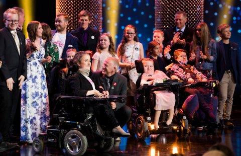 Søsken fikk prisen for beste dokumentarserie under Gullruten 2018 i Grieghallen i Bergen lørdag kveld. Hannah og pappa Harald var på scenen og mottok prisen sammen med de andre vinnerne.