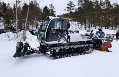 NY LØYPEMASKIN: I høst får Gjerstad Idrettslag nye løypemaskin til 2,2 millioner kroner. Her fra prøvekjøringen tidligere i år.