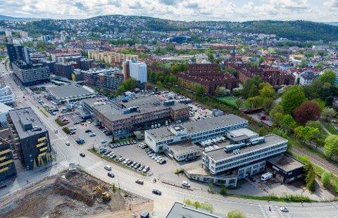 ENSJØ: Den nye NRK-tomta ligger til høyre i bildet, dagens T-banestasjon på Ensjø til venstre. Tøyen jernbanestasjon ligger utenfor bildet til høyre, i retning Carl Berners plass.