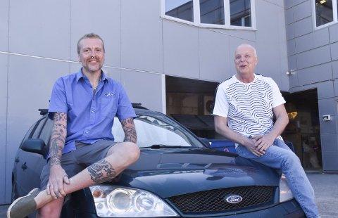 Stolt og glad: Christian Frantzen er imponert over Jøran Knutsen og gjorde stas på hovedpersonen da han hentet bilen sin.Alle foto: Simen Pedersen