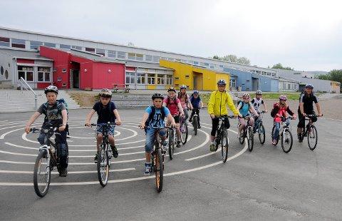 Tradisjon: Det er vanlig at 10.-klassene ved Oppeid skole, tidligere Hamarøy sentralskole, drar på klassetur med Hvite Busser. Det er stor sjanse for at det ikke blir slik i år.
