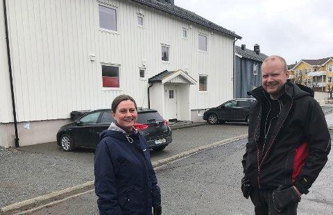 Fornøyde: Styreleder Hege Anita Stene og styremedlem Alexander Farstad i Østbyen borettslag.