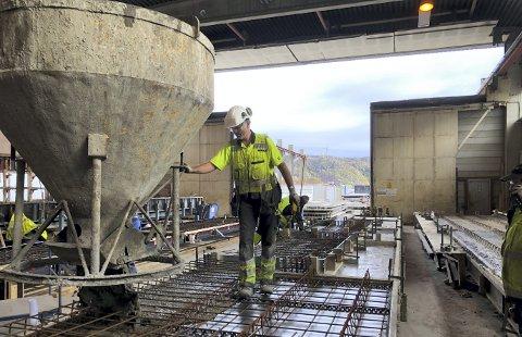 Slik foregår dagens produksjon hos Con-Form Bergen på Sotra. Her er Geir-Magne Sangolt i arbeid.
