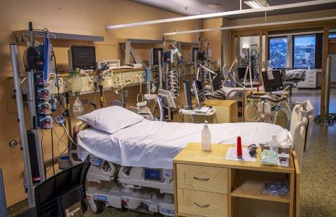 Etterlatte etter fire pasienter som har dødd etter å ha blitt koronasmittet mens de var innlagt på sykehus i Bergen har fått erstatning.
