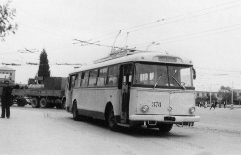 Det var ein Skoda av denne typen som blei sendt til Bergen for akkurat 50 år siden. Den var lakka i ein gråfarge med gult i og skulle til Baku i Azerbadjan etter svippturen til Bergen. Sporveiens folk var godt nøgde med prøvetrolleyen.